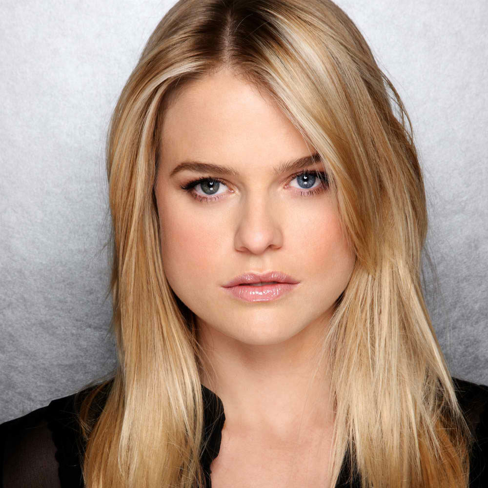 Alice Eve Gets Naked